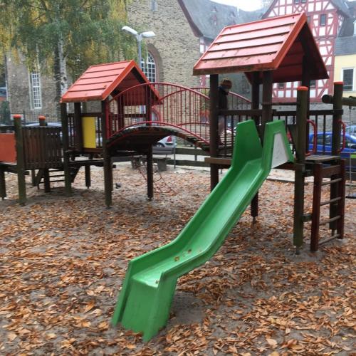 Bild 3: Spielplatz In der Erbach 1-13