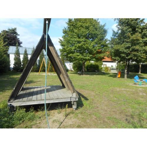 Bild 2: Spielplatz am Waldfriedhof