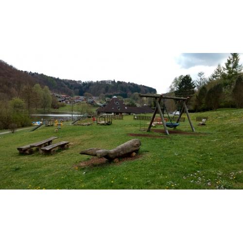Bild 1: Spielplatz am Waldsee