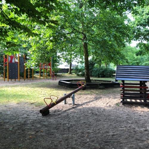 Bild 1: Spielplatz an den Gleisen
