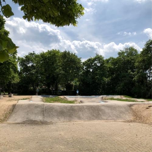 Bild 3: Spielplatz an der Brüder-Grimm Schule