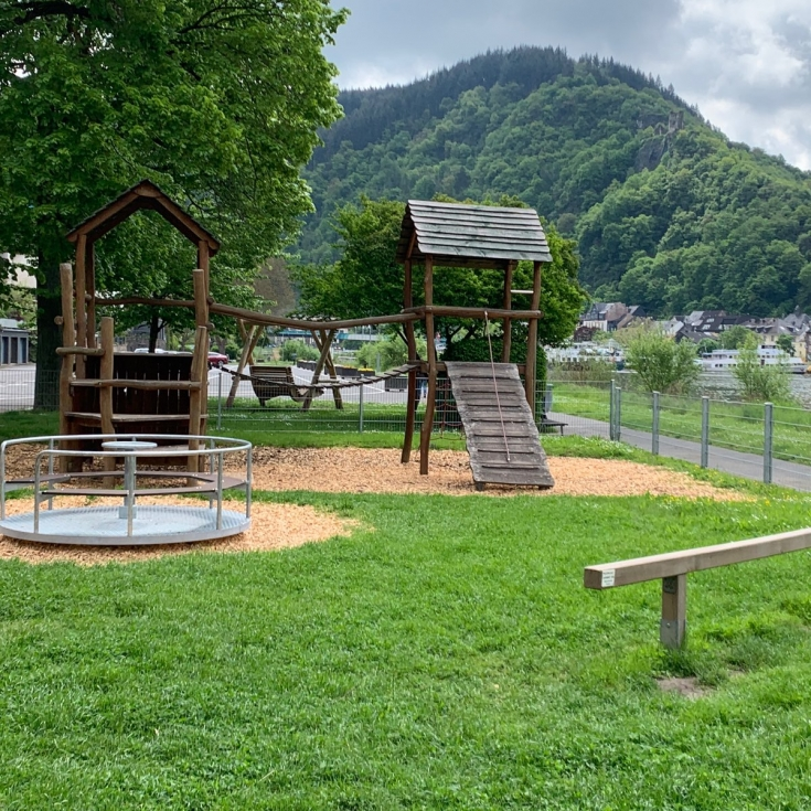 Bild 1: Spielplatz an der Mosel