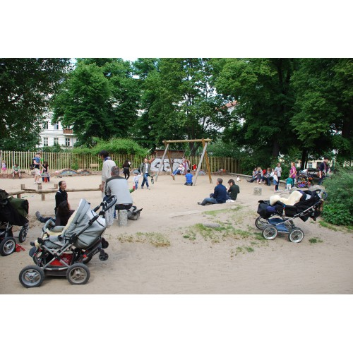 Bild 2 Zum Spielplatz Auf Dem Helmholtzplatz In Berlin