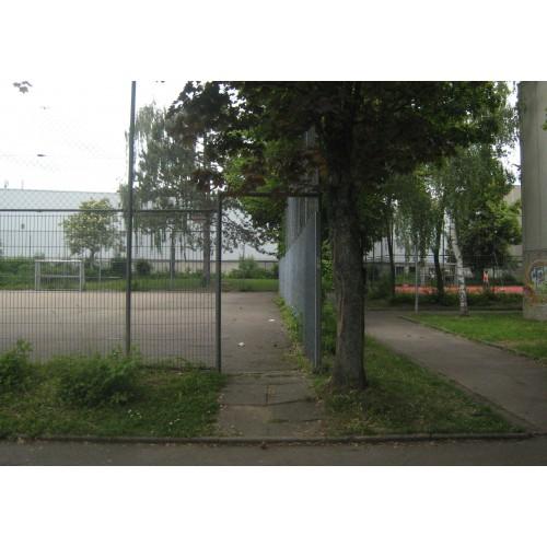 Bild 3: Spielplatz beim Hallenbad Haldenstraße