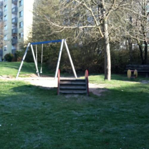 Bild 2: Spielplatz gegenüber der kita