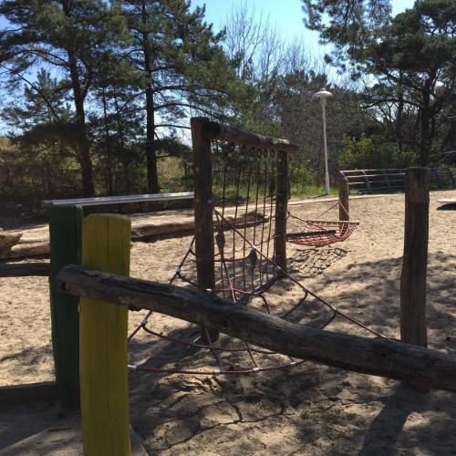 Bild 3: Spielplatz hinter der Düne