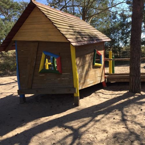 Bild 1: Spielplatz hinter der Düne