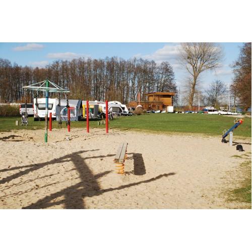 Bild 1: Spielplatz im Ferienpark Seehof