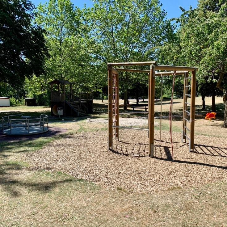 Bild 1: Spielplatz im Kurpark