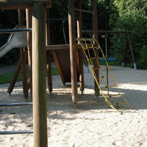 Bild 2: Spielplatz im Kurpark