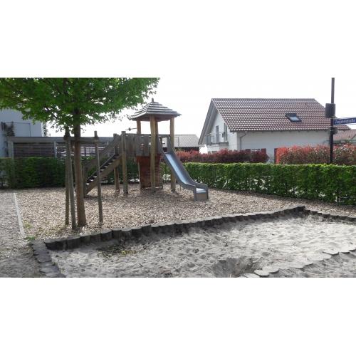Bild 2: Spielplatz im Neubaugebiet