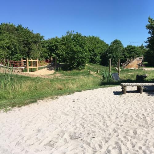 Bild 2: Spielplatz im Park