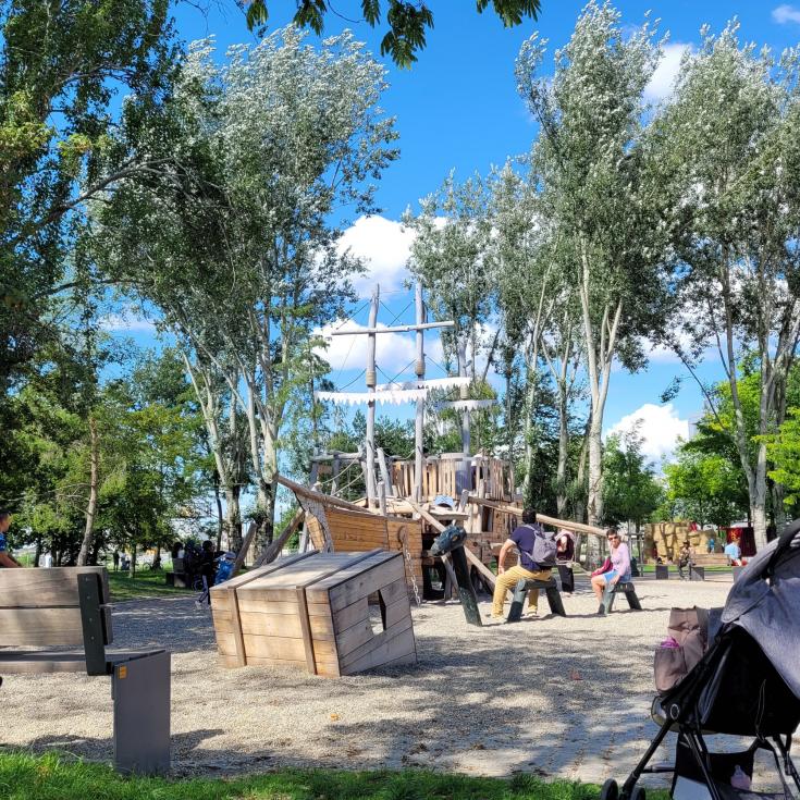 Bild 1: Spielplatz im Rheinpark