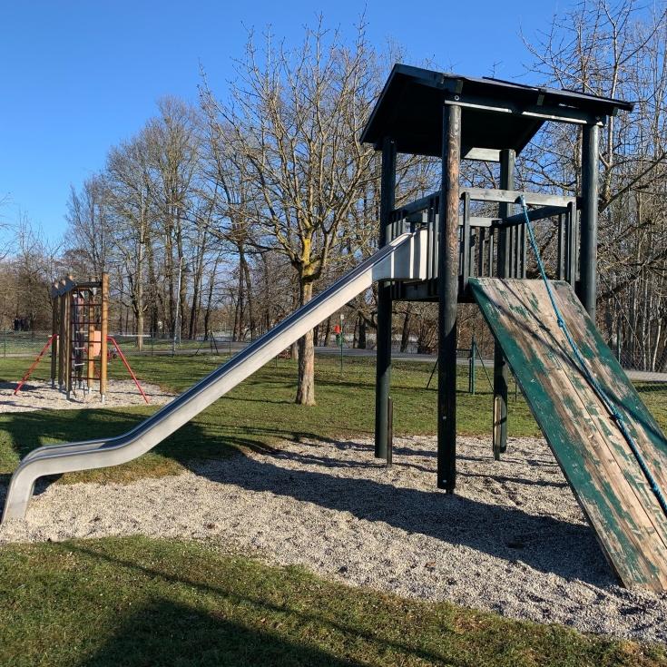 Bild 2: Spielplatz in der Au