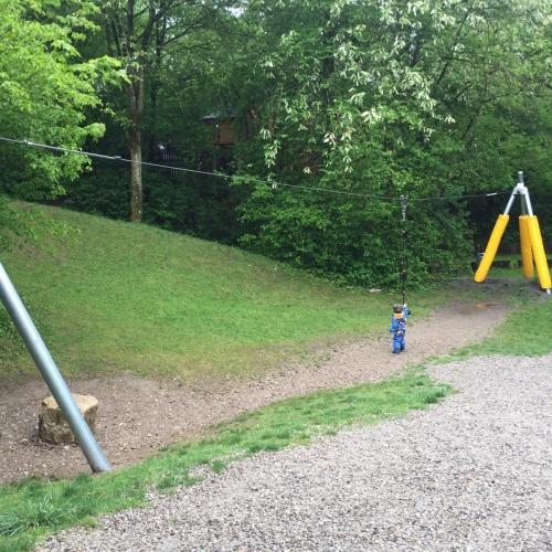 Bild 1: Spielplatz in der Mulde