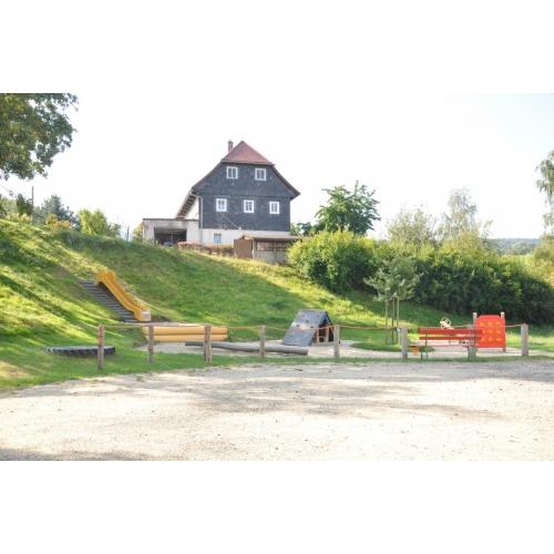 Bild 4: Spielplatz Kirche Waltersdorf