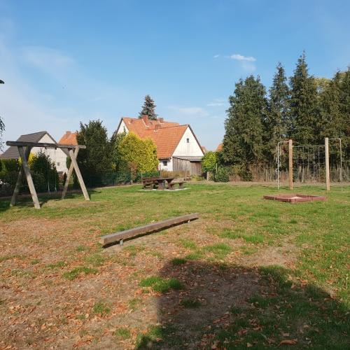 Bild 4: Spielplatz Nelkenweg
