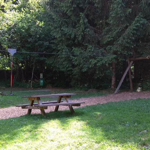 Bild 8: Spielplatz Ried