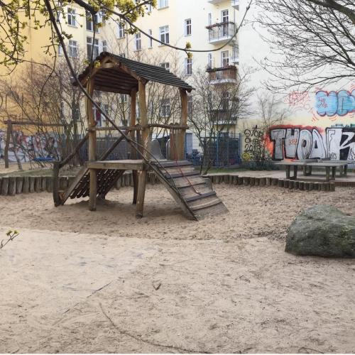 Bild 2: Spielplatz Voigtstraße