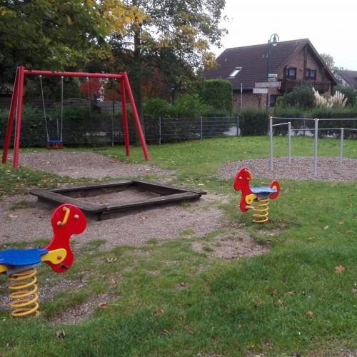 Bild 3: Spielplatz Waldstraße