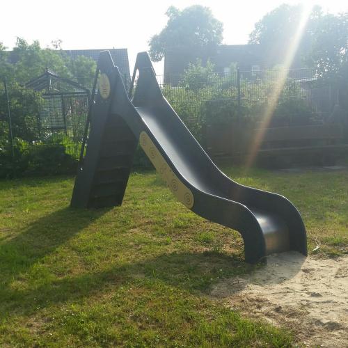 Bild 2: Spielplatz zum Wehr