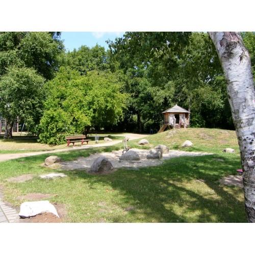 Bild 3: Spielplatzweg