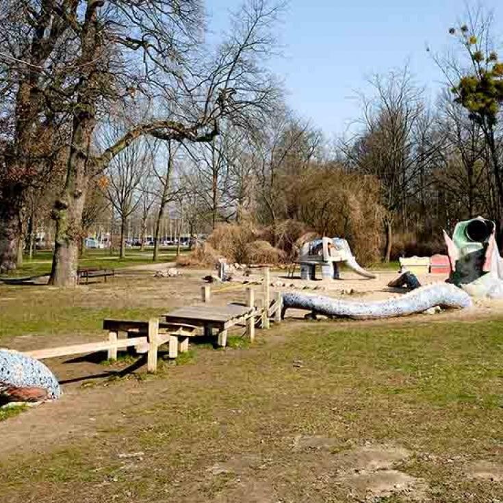 Bild 9: Stier-Spielplatz