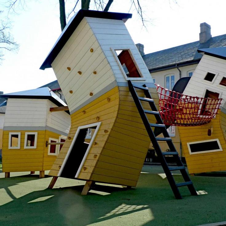 Bild 1: THE CROOKED HOUSES playground