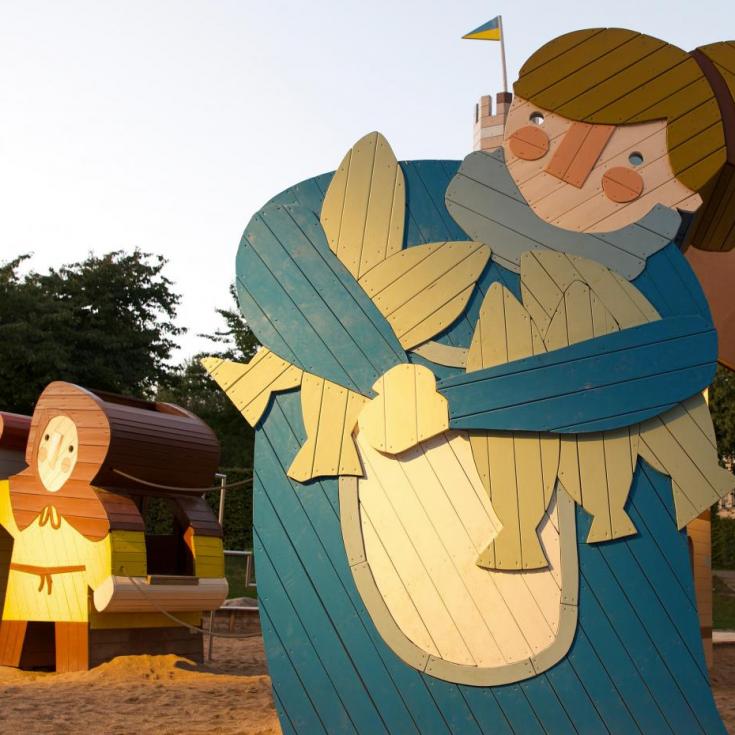 Bild 1: THE MEDIEVAL VILLAGE playground