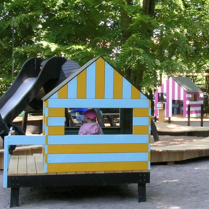 Bild 1: THE STRIPED TOWN playground