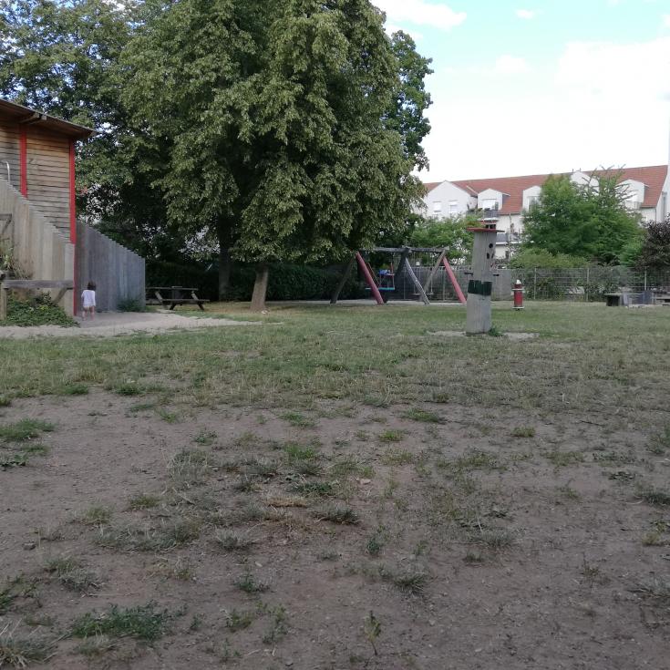 Bild 2: Tunnelspielplatz