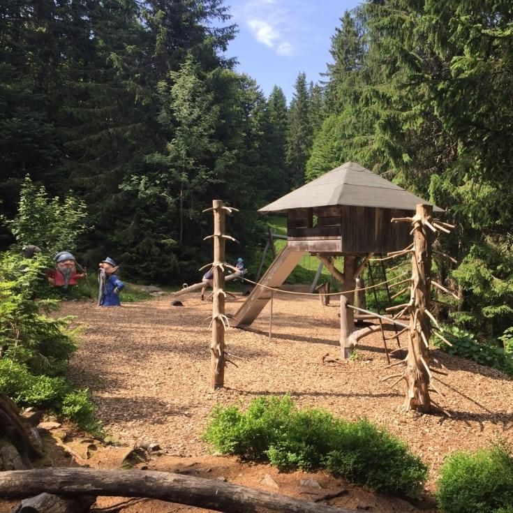Bild 1: Waldspielplatz beim Wichtelpfad