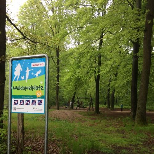 Bild 1: Waldspielplatz Akazienweg