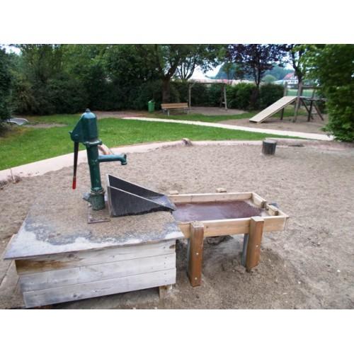 Bild 1: Wasser-Kletter-Spielplatz